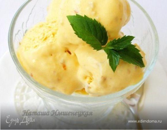 Персиковое мороженое с миндалем