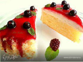 Пирог на газированном напитке с творожным кремом и ягодным соусом