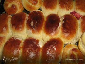 Пирожки с вишней и яблоками