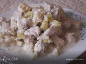 Курица, тушенная в сметане с цветной капустой