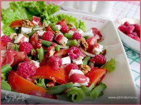 Салат с зеленой фасолью и малиной