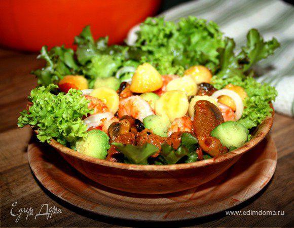 Фруктовый салат с копчеными мидиями и креветками