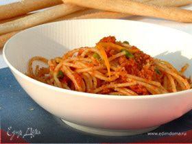 Спагетти с вялеными помидорами, апельсиновой цедрой и панировочными сухарями