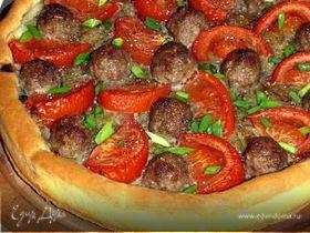 """Открытый пирог """"Фантазия"""" с луковой начинкой, фрикадельками и помидорами"""