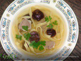 Грибной суп с телячьим языком и домашней лапшой