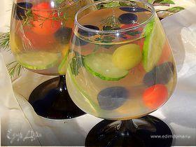 Овощной салат в желе с оливками и маслинами