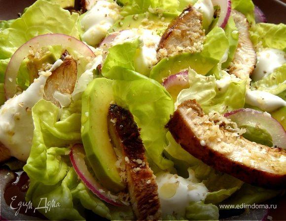 Пикантный салат из курицы и авокадо