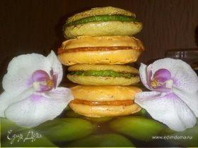 Миндальные пирожные с творожно-марципановой прослойкой