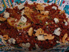 Рисовый салат с голубым сыром, орехами и грушей