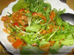 Освежающий салат с руколой и курагой