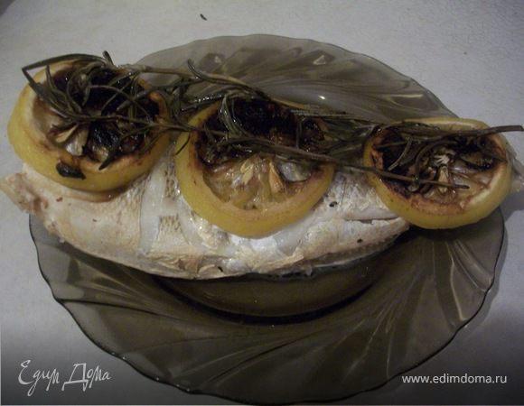 Запеченная рыбка с розмарином и лимоном