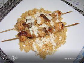 Куриное филе с шампиньонами на шпажках с мандариновым соусом