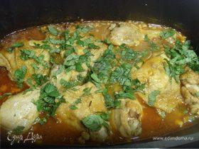 Пряная курица в финиковом соусе