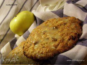 Овсяное печенье с яблочным пюре и изюмом (Iced Oatmeal-Applesauce Cookies)