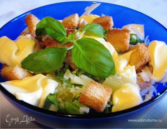 Салат из индейки с сухариками и ананасом