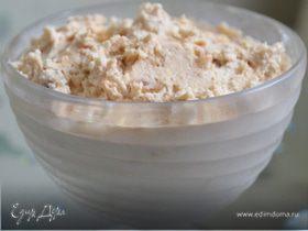 Мороженое с нугой, ромовым изюмом и карамельными орешками