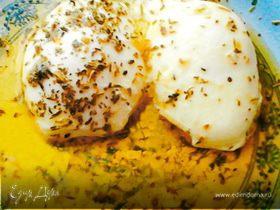 Яйца-пашот с простым соусом из трав и масла