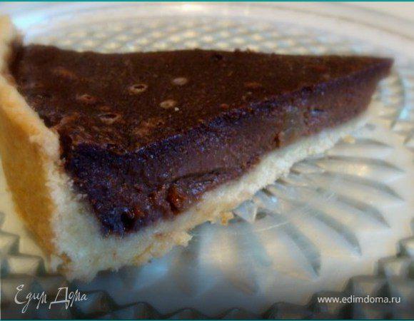 Шоколадный тарт с грушами и карамелью