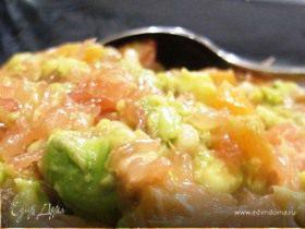 Салат с грейпфрутом, семгой и авокадо