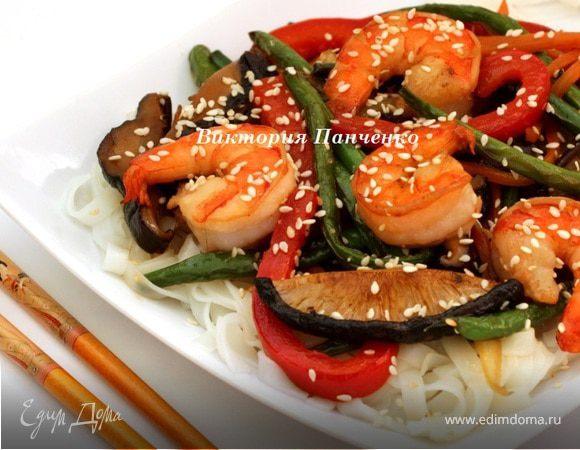 Стир фрай с креветками и рисовой лапшой