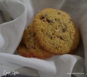 Бисквитное печенье из кукурузной муки с изюмом