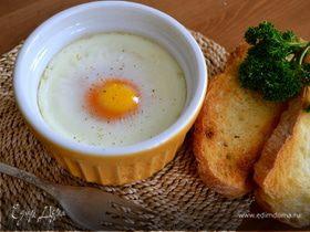 Яйца кокот с семгой