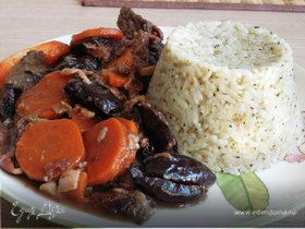 Говядина с черносливом и беконом