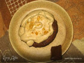 Шоколадные капкейки с пралине и кофейным фростингом