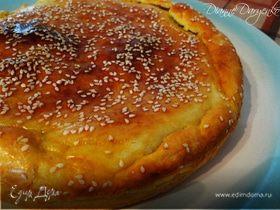 На скорую руку: Пирог с зеленым луком и яйцами на сметанном тесте
