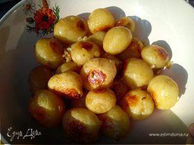 Молодая картошечка с чесноком