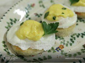 Хрустящие тосты с яйцом пашот под лимонным соусом