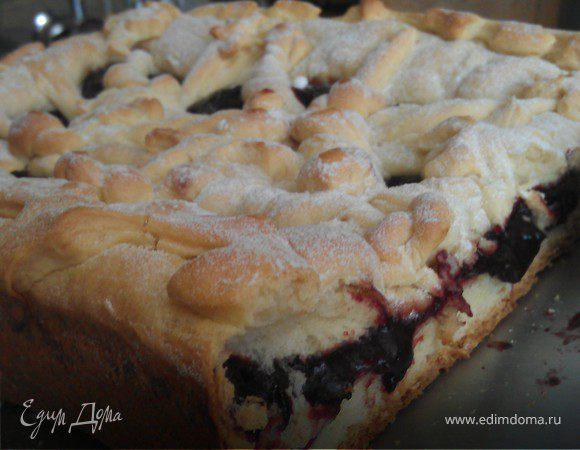Дрожжевой пирог со сливовым кремом