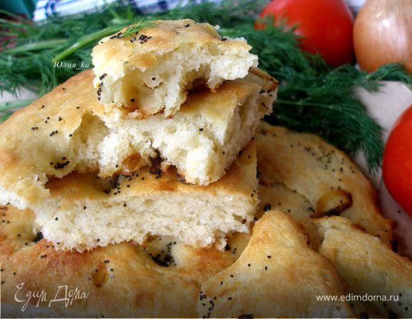 Картофельная фокачча с жареным луком и маком