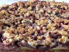 Сливовый пирог с орехами