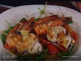 Шашлык - ассорти из морепродуктов с салатом из грейпфрута