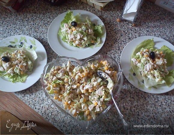 Легкий салат из курицы с йогуртовой заправкой