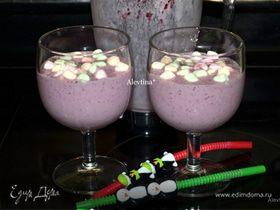 Коктейль ягодный с маршмеллоу