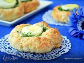 Творожные тортинки со свежей зеленью и яйцом