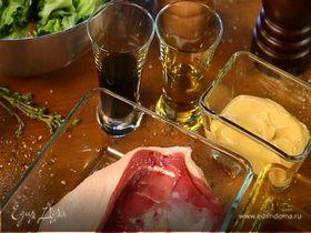 Салат из утки с жареными персиками