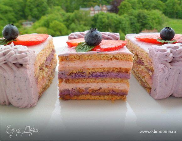 Чеpнично-клубничный торт из печенья