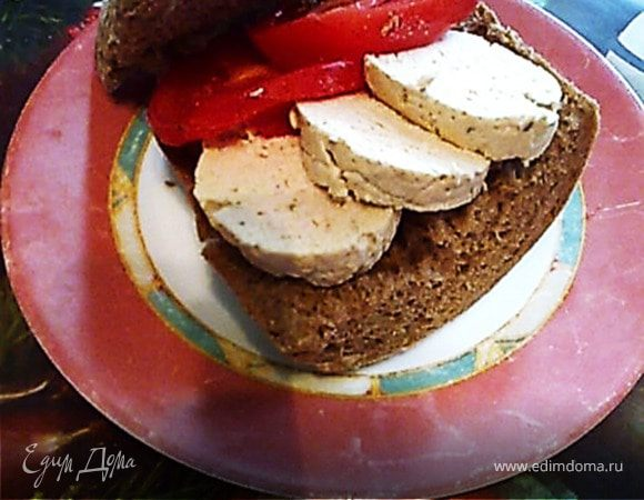Бутерброд с индюшиной колбасой