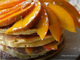 Торт из панкейков с кремом из белого шоколада с манго