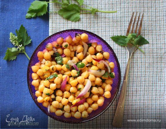 Освежающий салат с нутом и мятой