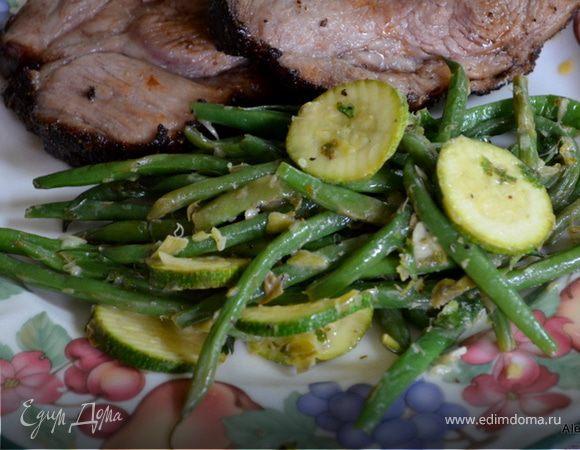 Зеленая фасоль и цукини с соусом Verte