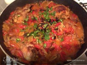Курица и шампиньоны с овощным соусом