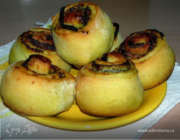 Пикантные булочки с начинкой из песто и баклажанов
