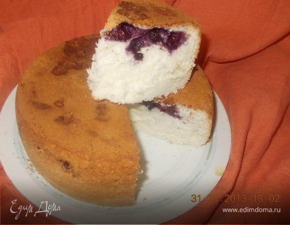 Бисквит с печеньем и голубикой