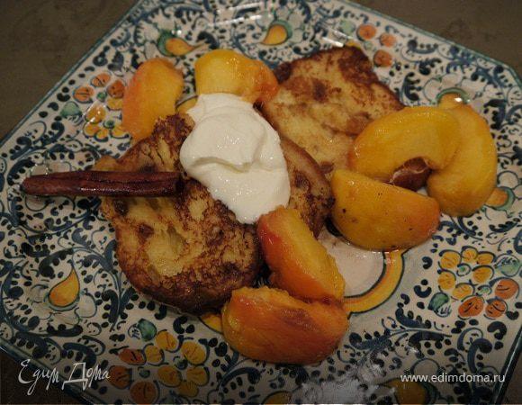 Сладкие гренки с томлеными персиками