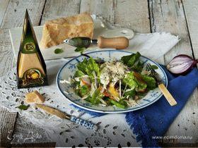 Салат с яйцом, копченой грудкой и листьями салата