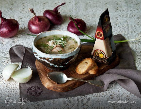 Луковый суп с курицей и сыром